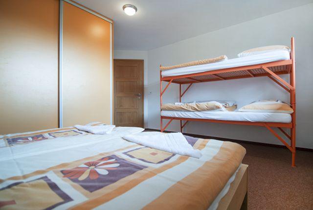 Velký apartmán - 4lůžkový pokoj s palandou